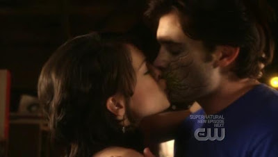 Lana and Clark making their last kiss a nasty one