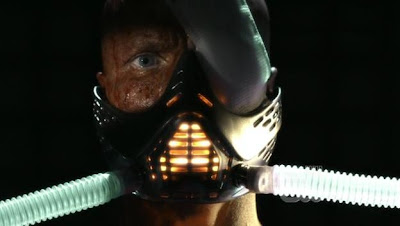 Lex looking like Darth Vader