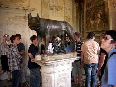 Loba Capitolina que según la leyenda amamantó a Rómulo y Remo, fundadores de Roma.
