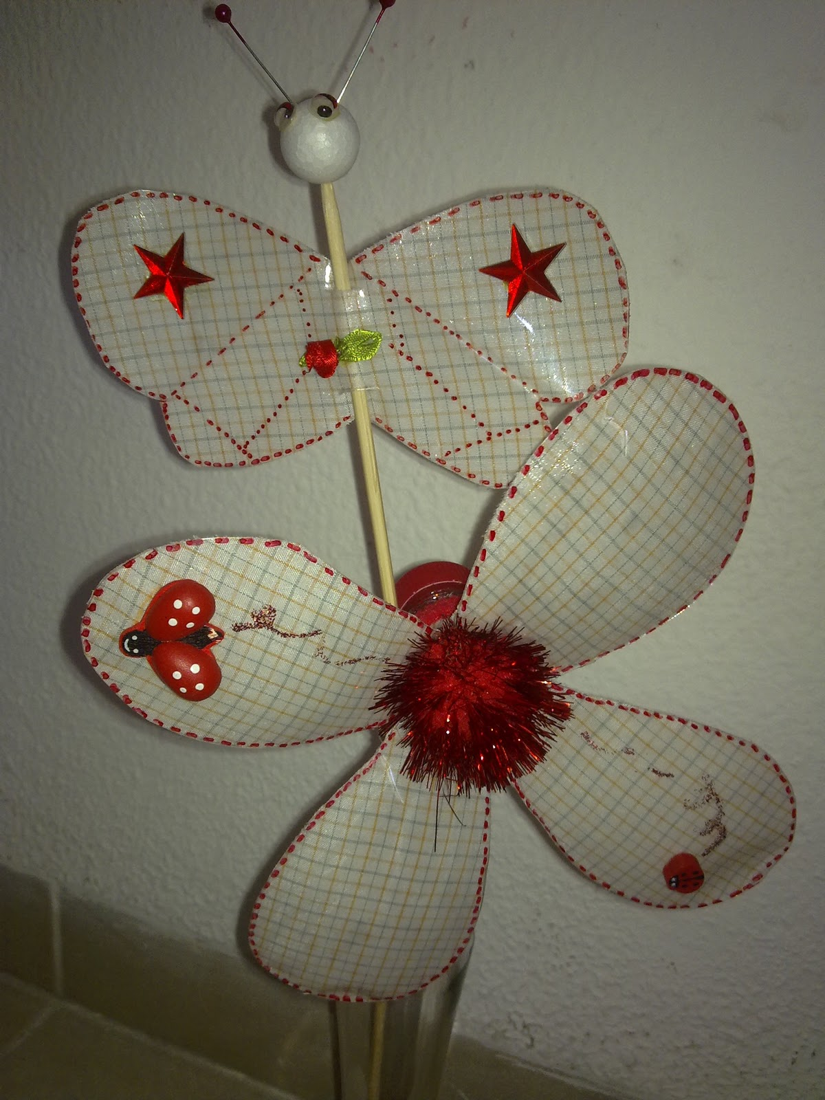 Armario Lavanderia ~ Arte em miçangas Flor de garrafa pet no programa artesanato do SABOR DE VIDA