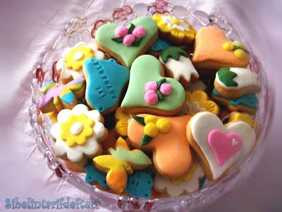 Lafı uzatmayalım bu kurabiyeleri bayram dolayısıyla antalya daki