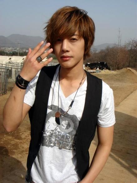 [Image: kim-hyun-joong5.jpg]