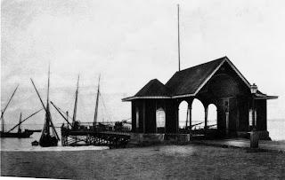 Mossâmedes: Piquete da Guarda Fiscal e ponte de embarque/desembarque