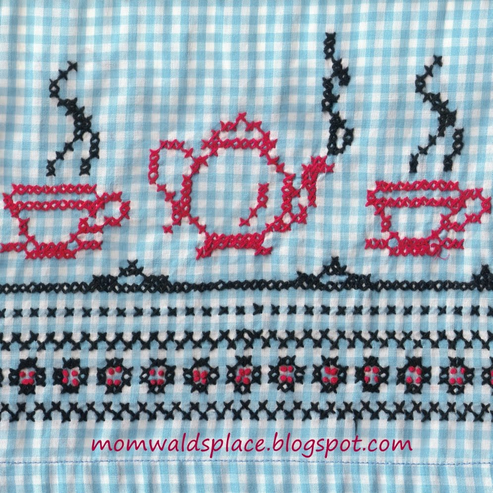 Lace 'n' Ribbon Roses: Cross Stitch on Gingham Pattern Leaflet