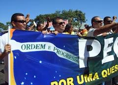 Associações Unidas caminham pelas ruas de Brasília. Protestam pela aprovação da PEC 300