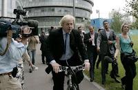Boris Johnson en bicicleta al trabajo