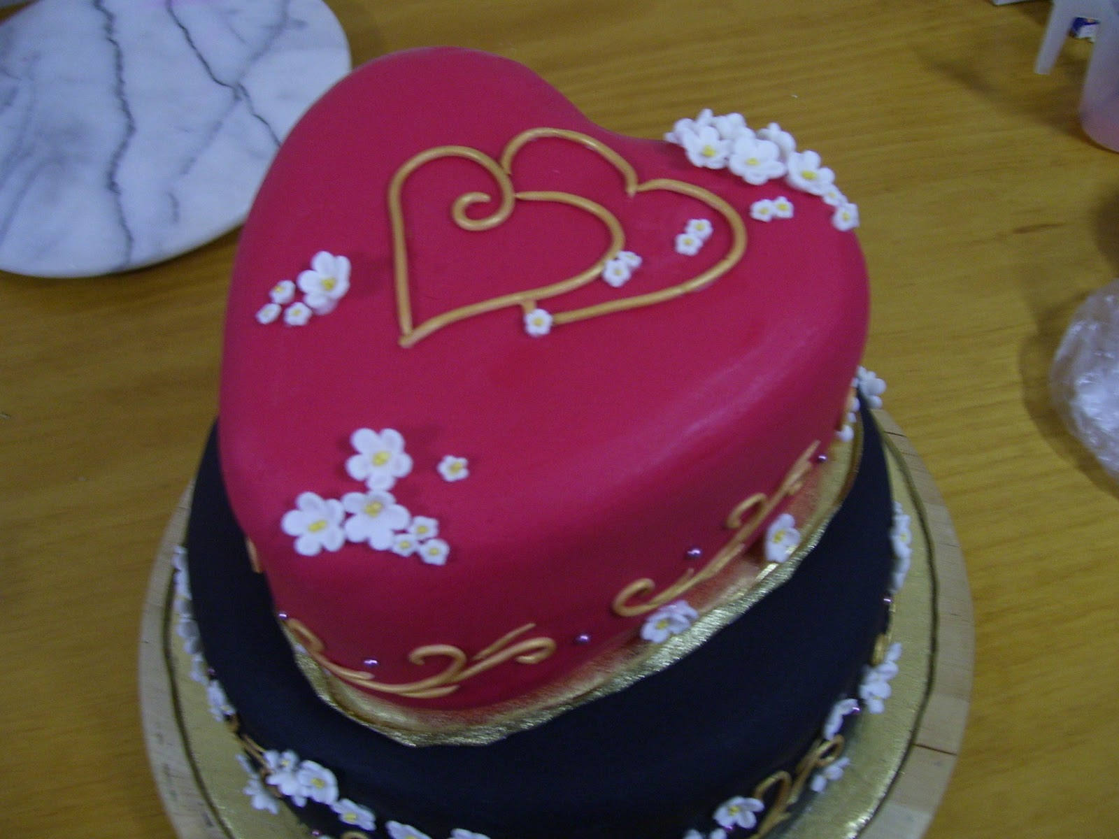 2cute2cut Red black and gold wedding cake