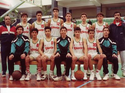 Foto de uma dessas históricas equipas da Formação do Basquetebol Farense que atingiu a Fase Final do Campeonato Nacional de Cadetes Masculinos no inicio dos anos 90