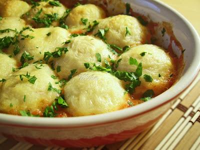 Galuste de cartofi in sos picant