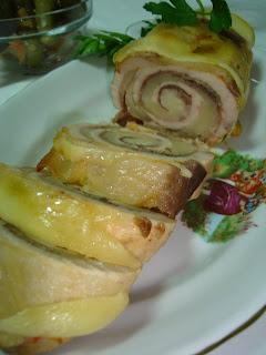 Articole culinare : Rulada de pui cu bacon si cascaval