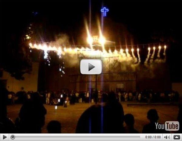 Quema de castillos durante el festejo del 12 de diciembre