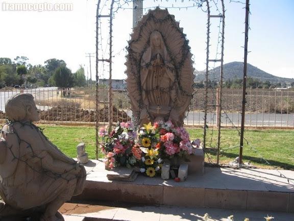 Monumento a San Juan Diego y la Virgen 01