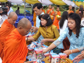 Buddhists give food to a Buddhist monks