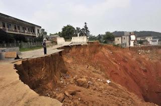Crater por hoyo en China