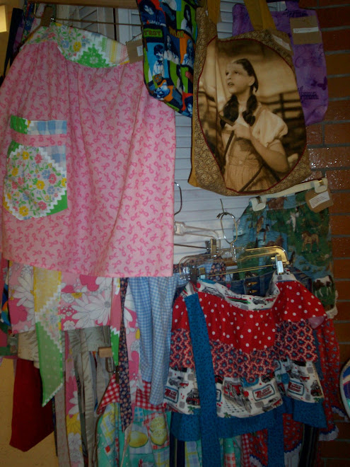 """Beautiful   aprons & totes.. sis, VIcki specializes in """"Extra Beautiful Sizes"""" in her aprons.."""