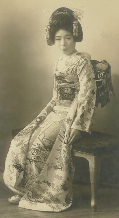 http://4.bp.blogspot.com/_QYhpNHX_Scg/TRPHNL79vzI/AAAAAAAAADA/A3RY75N8uLo/s800/vintage+bride.jpg