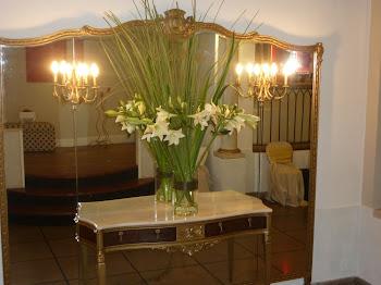 Liliums blancos y cortadera