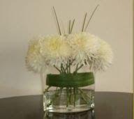 Florero ovalado con crisantemos