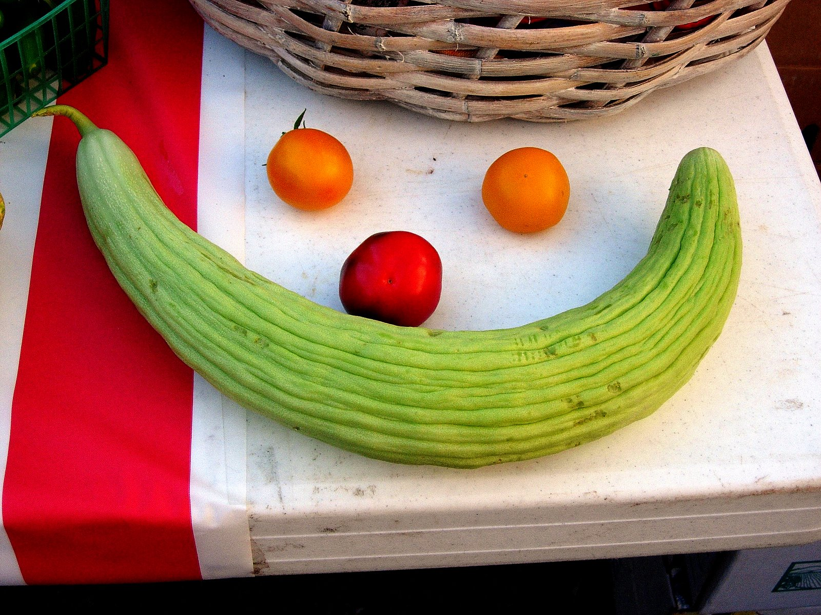 [Veggie+happy+face+Farmers+Market+7+05.jpg]