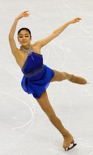 La coreana Kim Yu-na patinando sobre hielo