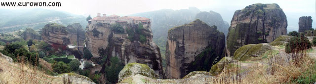 Panorámica de las formaciones rocosas de Meteora en Grecia