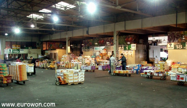 Mercado de fruta en Daegu en Corea