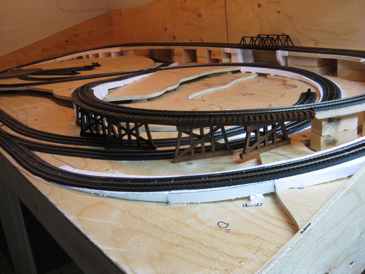 Build a model railroad online