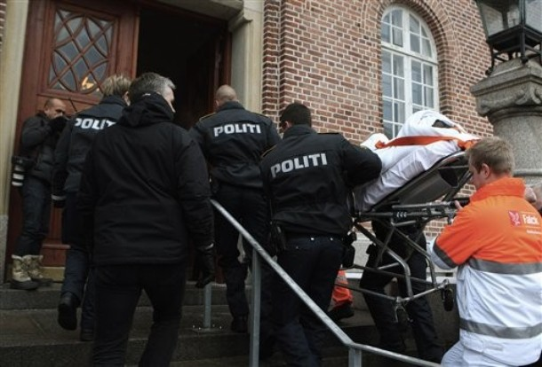 [man+charged+with+the+attempted+murder+of+Danish+cartoonist+Kurt+Westergaard+is+carried+into+court+on+a+stretcher+in+Aarhus,+Denmark,+Saturday,+Jan.+2,+2010.+Police+shot+a+Somali+man.jpg]