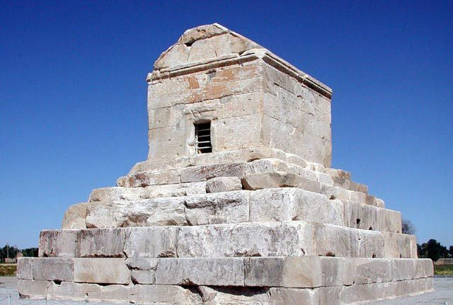 [تصویر:  cyrus-the_great_tomb.jpg]