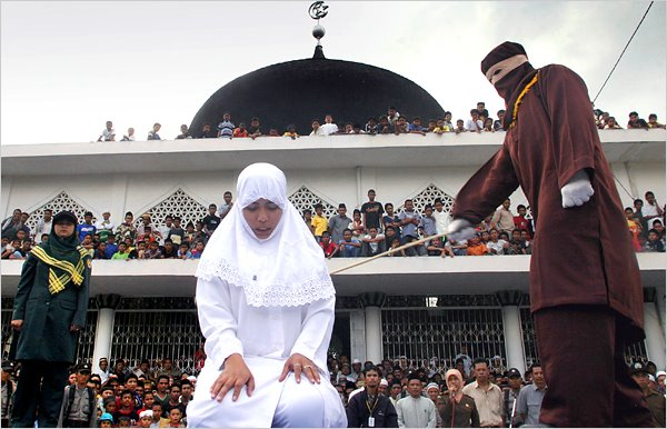 external image Banda%2BAceh,%2Bwomen%2Bare%2Bcaned%2Bunder%2Blocal%2BIslamic%2Blaw..jpg