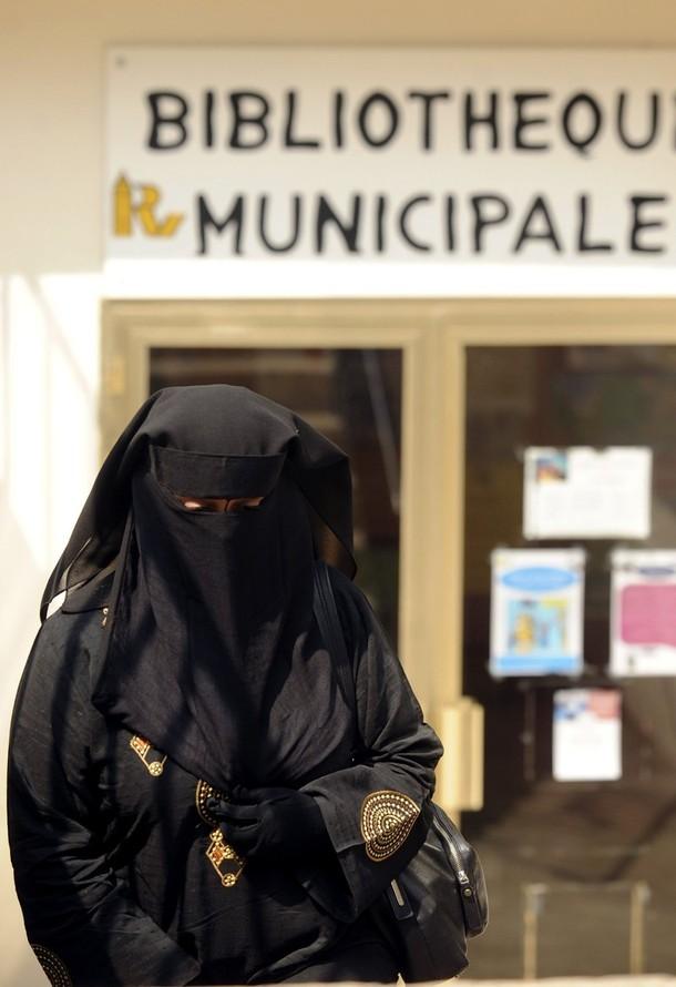 indonesian women clothing. [woman+wears+a+burqa+as+she+