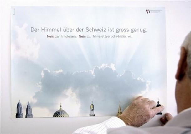 """""""Nebe nad Švýcarskem je dost velké pro všechny"""". Plakát organizace pro náboženský dialog."""