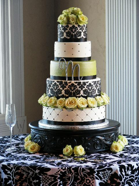 Take a look at just some of the amazing Damask cakes out there