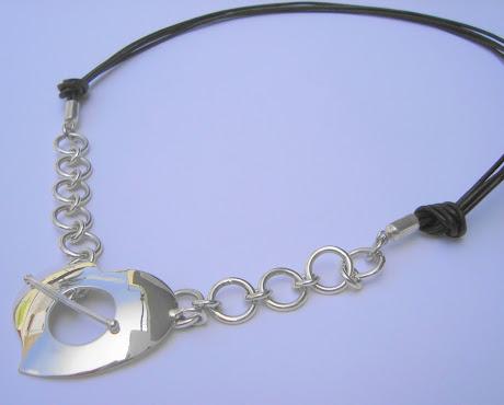 Collar cuero y Corazon cadena