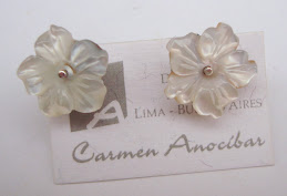 Pequeñas flores de nácar Blancas