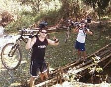 Passando pela Ponte de Bambu