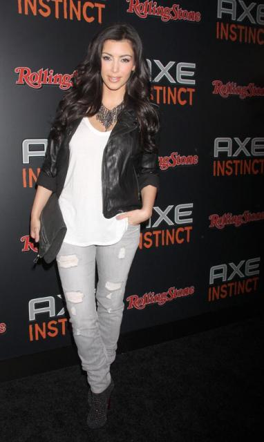 http://4.bp.blogspot.com/_QmZsDIKUipo/TGLsXYBSNLI/AAAAAAAAAHo/B3cmugMQBBw/s800/kim-kardashian-6249-3_preview1.jpg
