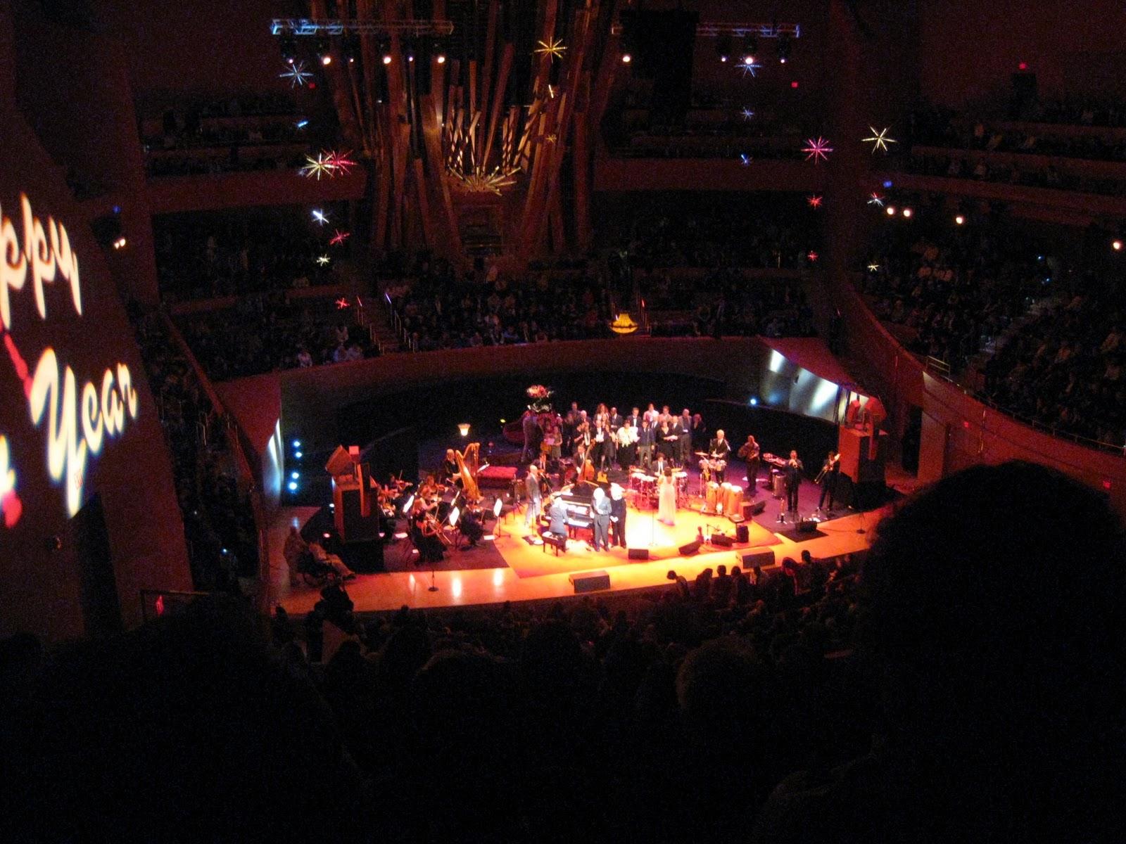 http://4.bp.blogspot.com/_Qn90qvGVEGM/TN4V27zx2SI/AAAAAAAAGak/7PJtYUMWMPs/s1600/Pink+Martini+at+the+Walt+Disney+Concert+Hall+%252810%2529.JPG