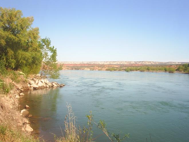 al pie del currug leufu (rio negro)