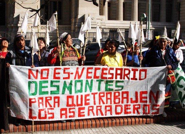 Manifestacion de integrantes del Publo Huichi en Bs As.