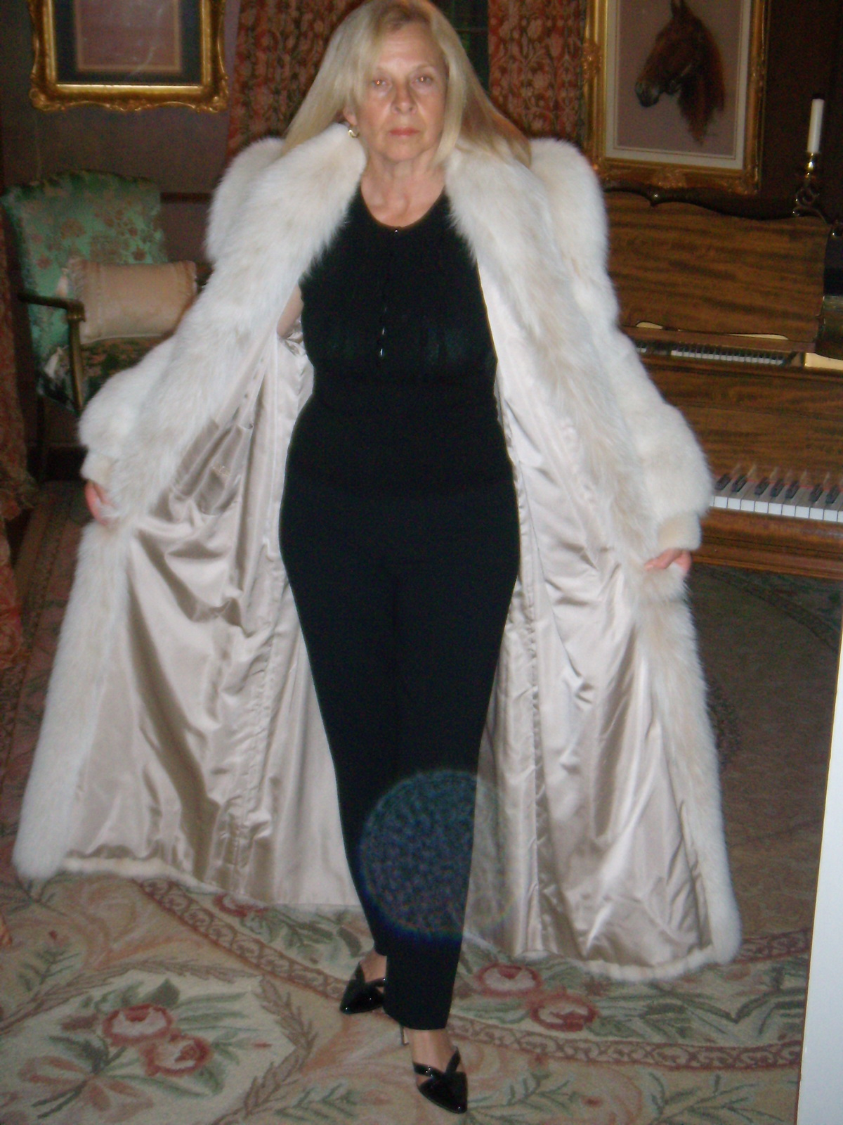 Old Women In Fur 14