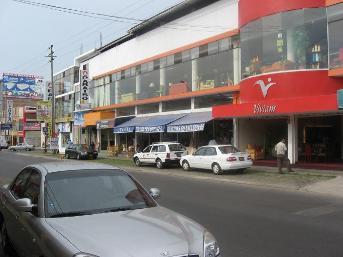 Con un click nuestro trabajo abril 2010 for Parque industrial villa el salvador muebles