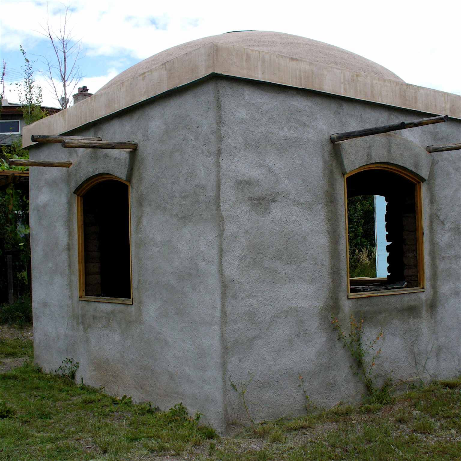 Alt build blog an adobe dome building Building an adobe house