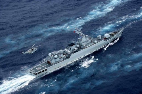 Jiangwei-II-class frigates and anti-submarine helicopter straight -8
