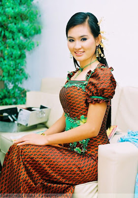 Sokun Nisa Khmer Singer In Khmer Traditional Dress
