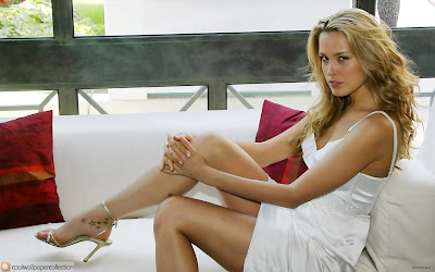 Czech Model Petra Nemcova Wallpaper | Resolution 1280 x 800