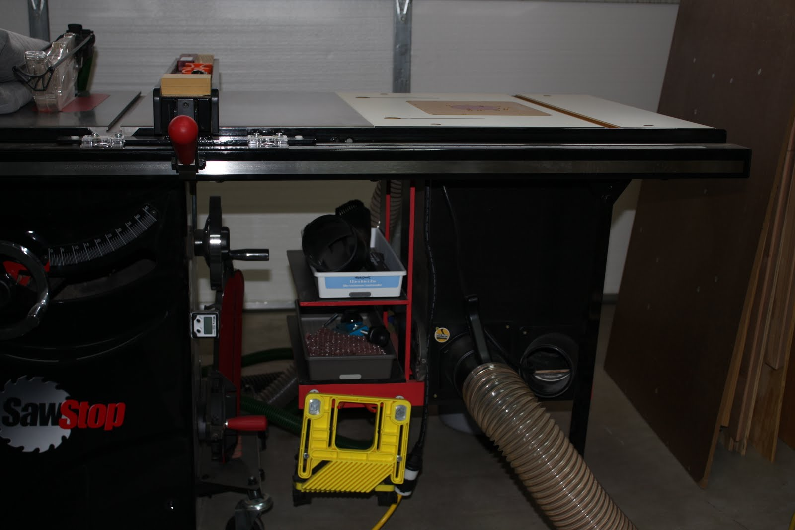 Router table wing in sawstop half inch shy the sawstop comes with those legs at the extreme of the extension which is great for the router table addition greentooth Image collections