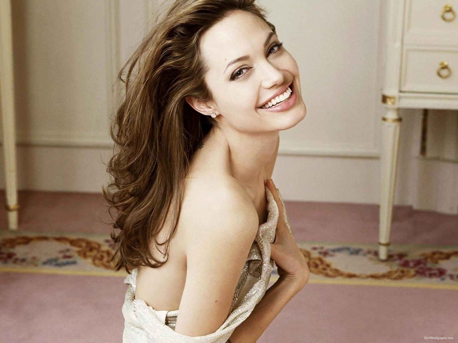 Angelina Jolie-250