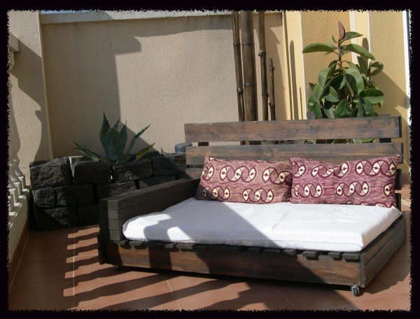 Bricolage con palets el merkadillo vintage - Como hacer un sofa de palets ...