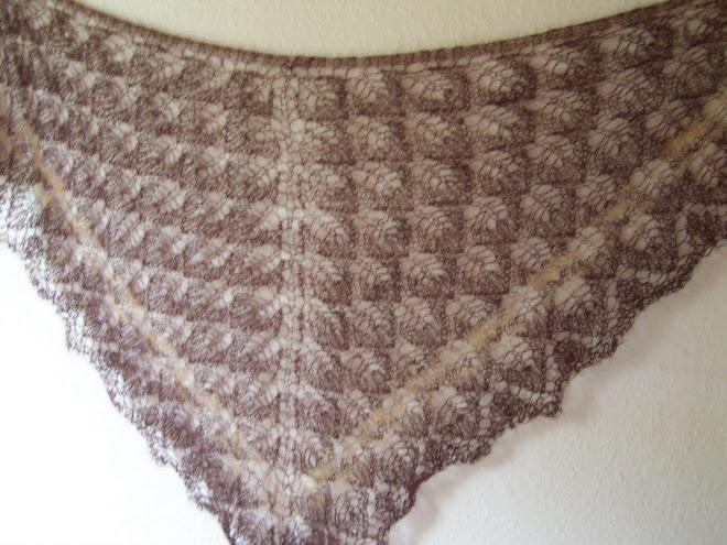 Sjal i tynd mohair - brun med lysere stribe forneden - vægt 32 g